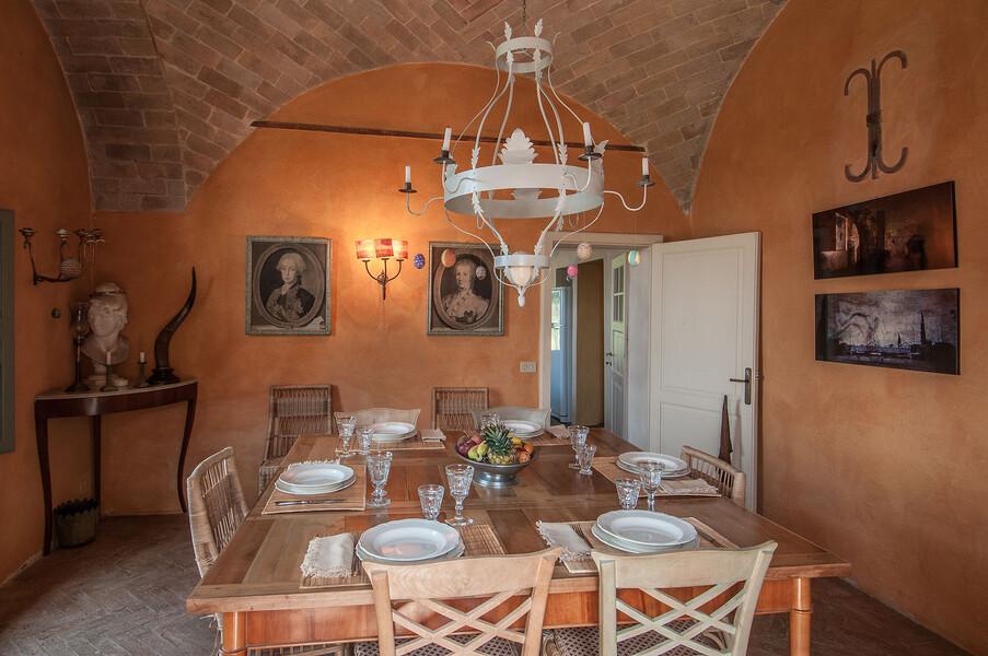 Entdecken Sie die zahlreichen Einrichtungsdetails, welche Ihnen auch im Esszimmer der Villa Fontanelle begegnen werden