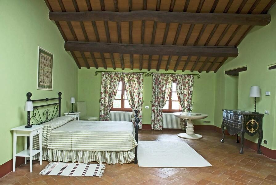 Der Stil einiger der Schlafzimmer im Le Casine ist eher klassisch gehalten