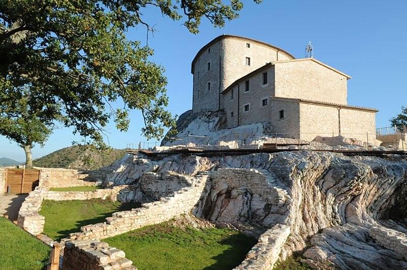Cagli Urbino-Area Adriatic-Coast-&-The-Marches Castello di Naro gallery 004 1516438545
