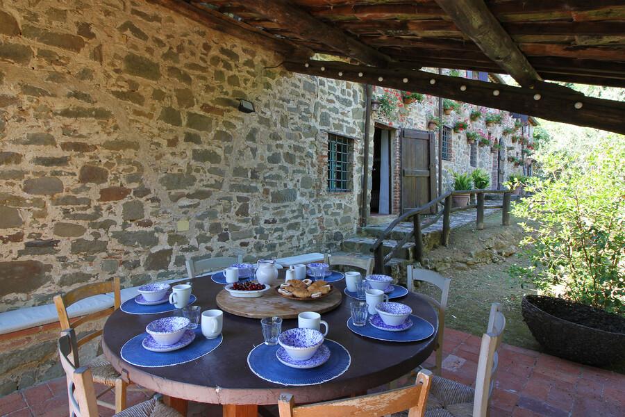 Überdachte Terrasse im Ferienhaus Macennere bei Lucca in der Toskana