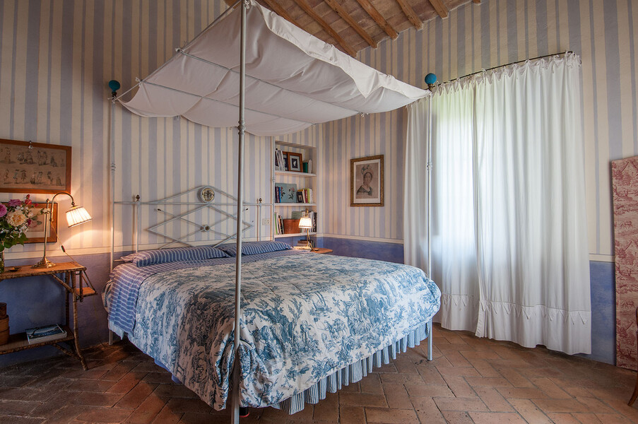 Im Ferienhaus Fontanelle erwartet Sie ihr eigenes Himmelbett, auf dem sich sich von einem aufregenden Urlaubstag in der Toskana erholen können