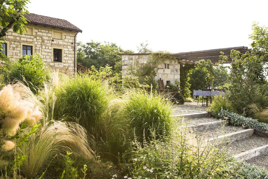 Wunderschöner Garten mit dem Ferienhaus Cascina Monferrato