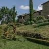 Ferienhaus in Italien mit Zypressen und Rosen