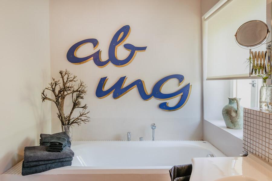 Schönes Badezimmer mit Wanne in Casa Sorbolongo