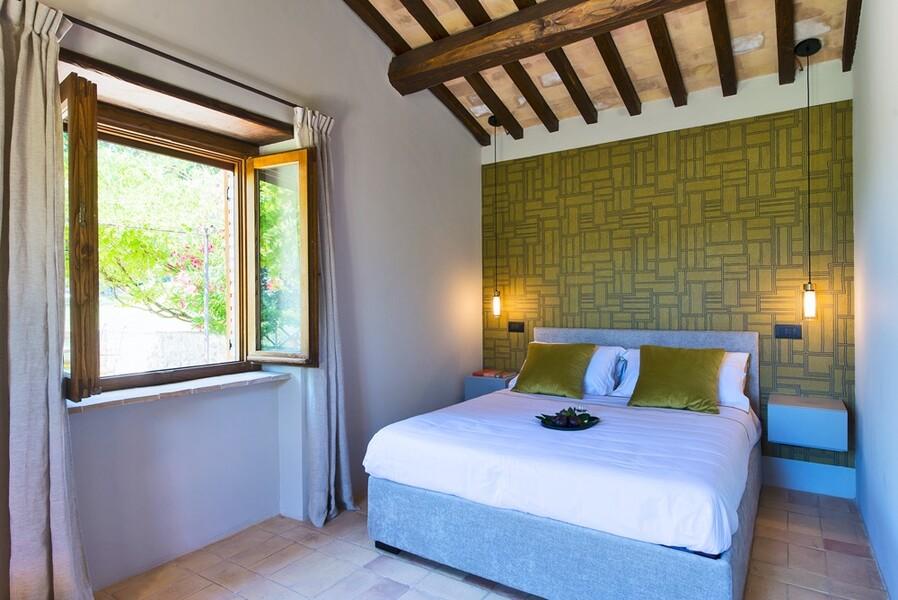 Modern eingerichtetes Schlafzimmer im Ferienhaus Casale Upupa bei Rom