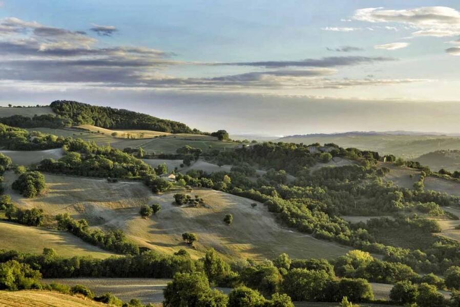 Landschaft der Marken in Italien mit dem Ferienhaus Ca Mattei