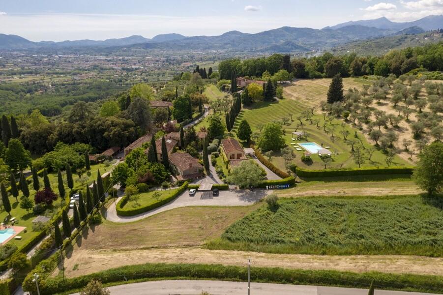 Die Ferienhäuser des Le Casine liegen wunderschön im Grünen der toskanischen Hügel