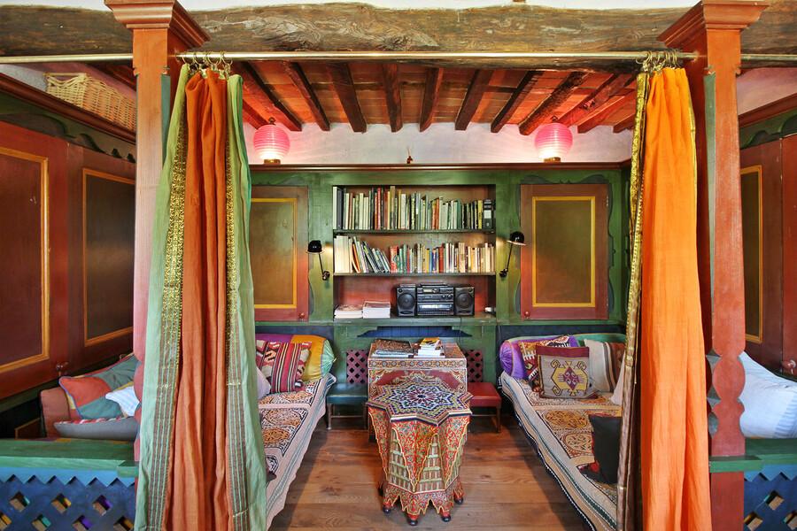 Bibliothek im Ferienhaus Macennere bei Lucca in der Toskana