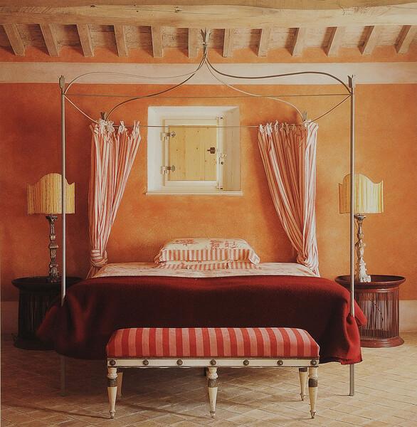 Elegantes Schlafzimmer in der Villa bei Montalcino Toskana