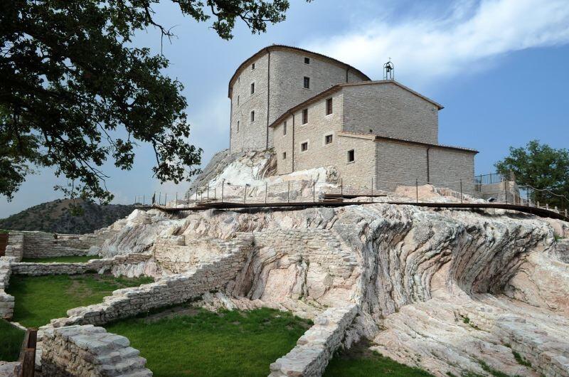 Cagli Urbino-Area Adriatic-Coast-&-The-Marches Castello di Naro gallery 037 1516438546