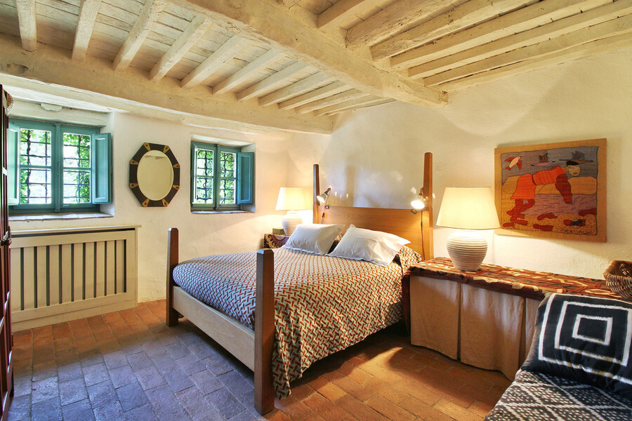 Elegant bedroom in the holiday villa Macennere in Tuscany
