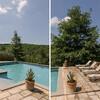 Privater Pool mit Sonnenliegen im Ferienhaus in Italien