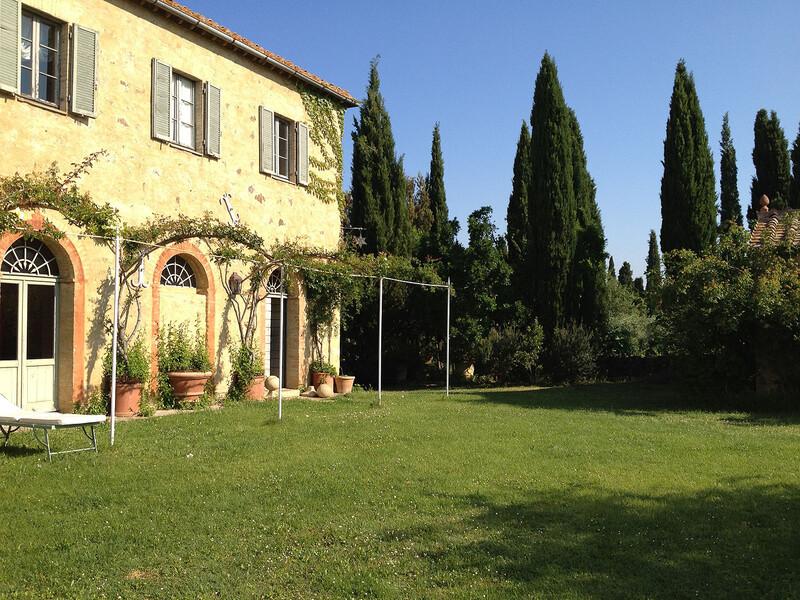 Ein gepflegter Park rund um die Villa Fontanelle sorgt für erholsame Momente