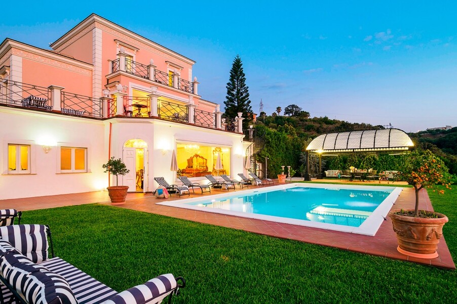 Luxuriöse Villa Estella mit privatem Pool in Italien