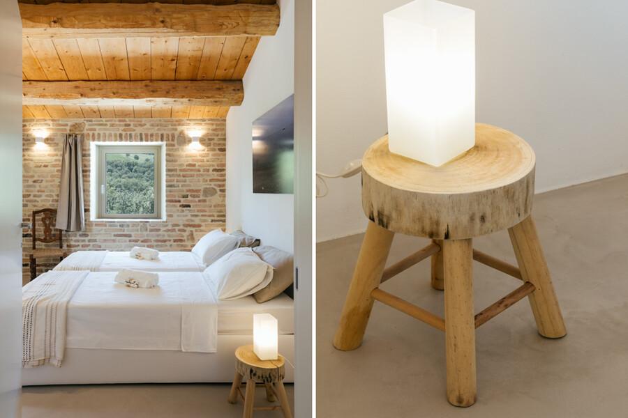Modernes Schlafzimmer und Nachttisch in der Casa Fontegenga Le Marche
