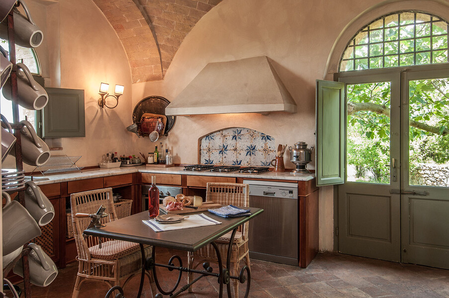 Rustikales Design trifft auf modernste Austattung in der Küche des Fontanelle