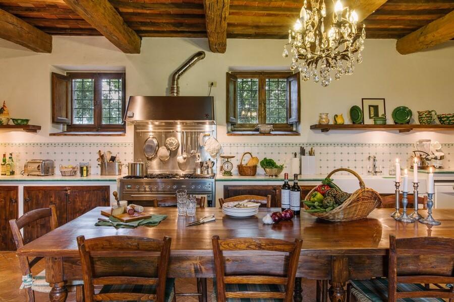 Grosse Küche ideal zum Kochen im Ferienhaus in Italien