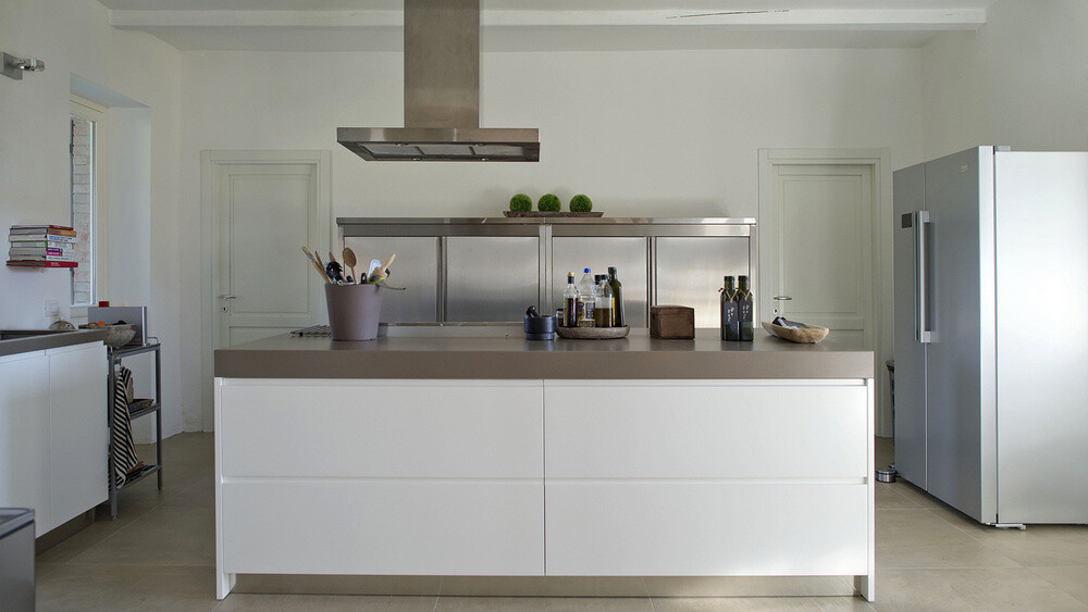 Modern styled kitchen in the holiday villa Casa delle Marche