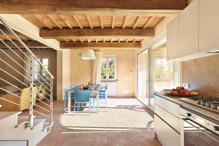 Moderne Küche im Ferienhaus Uva bei Lucca in der Toskana