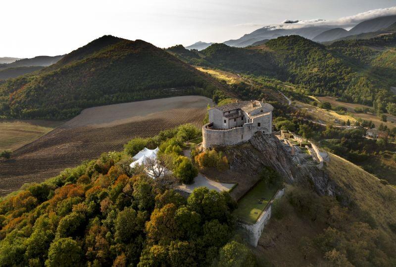 Cagli Urbino-Area Adriatic-Coast-&-The-Marches Castello di Naro gallery 038 1516438546