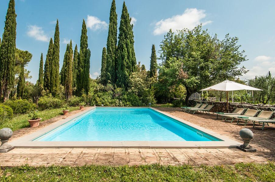 Ziehen Sie Ihre Bahnen im Pool des Ferienhauses Fontanelle