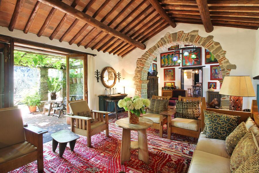 Stylisches Wohnzimmer in Ferienhaus in Lucca Macennere