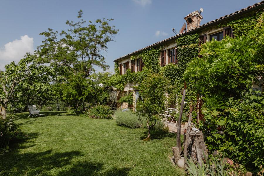 Steinhaus Casa Sorbolongo im Grünen der Region Le Marche