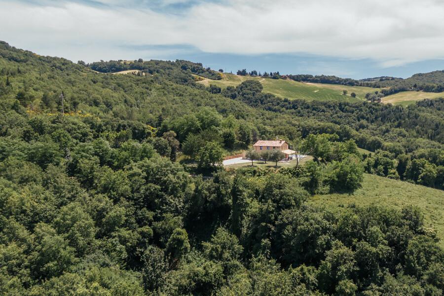 Hideway in Le Marche Casa Fontegenga inmitten von Steineichenwäldern
