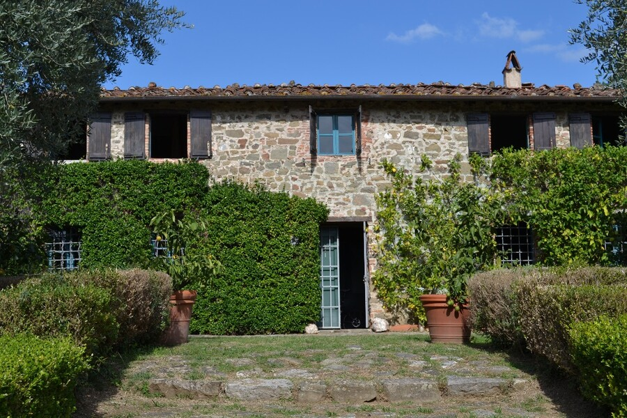 Charming country villa Macennere near Lucca in Tuscany